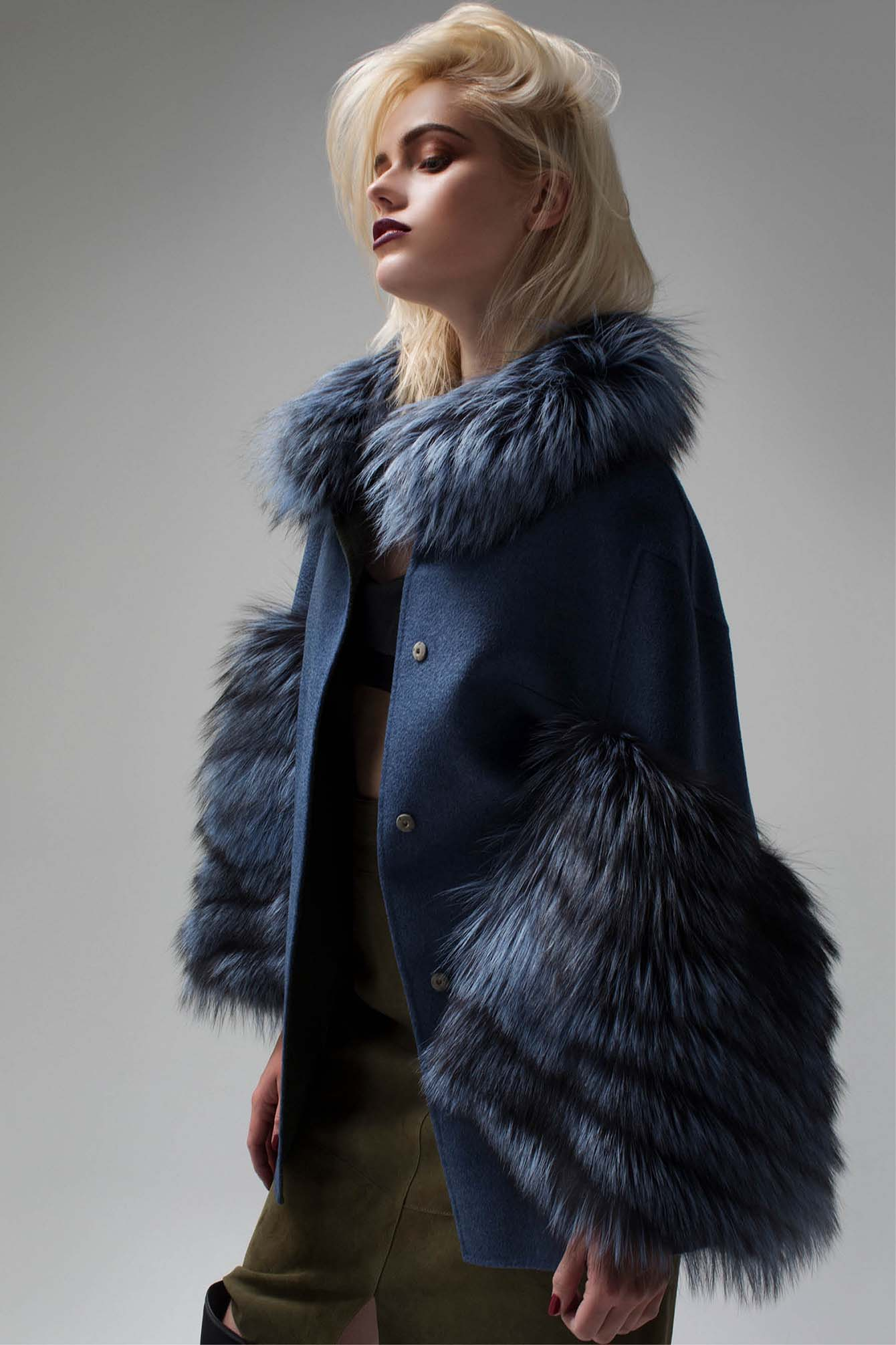 Blu cashmere coat with  real fur collar